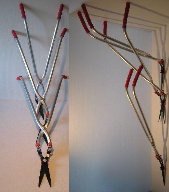 柄と刃部の角度を変えて状況に合わせて使え、運搬・収納もコンパクト。